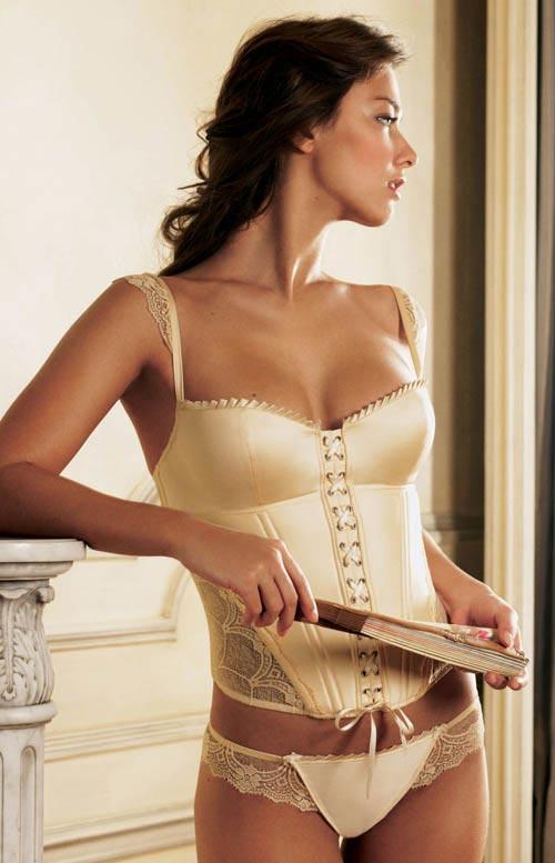 http://v-krujevah.ru/belye/corsets/korsety-v-krujevah.ru-29.jpg