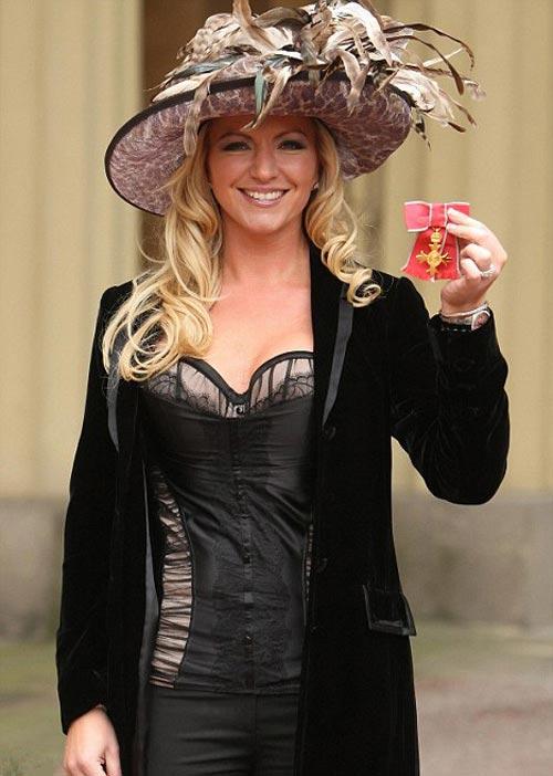 http://v-krujevah.ru/belye/corsets/korsety-v-krujevah.ru-60.jpg