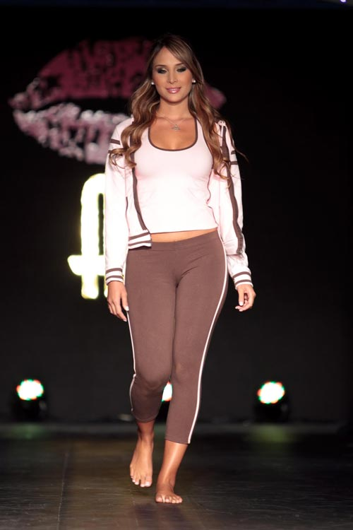 Шоу показ нижнего белья Besame 2011 года