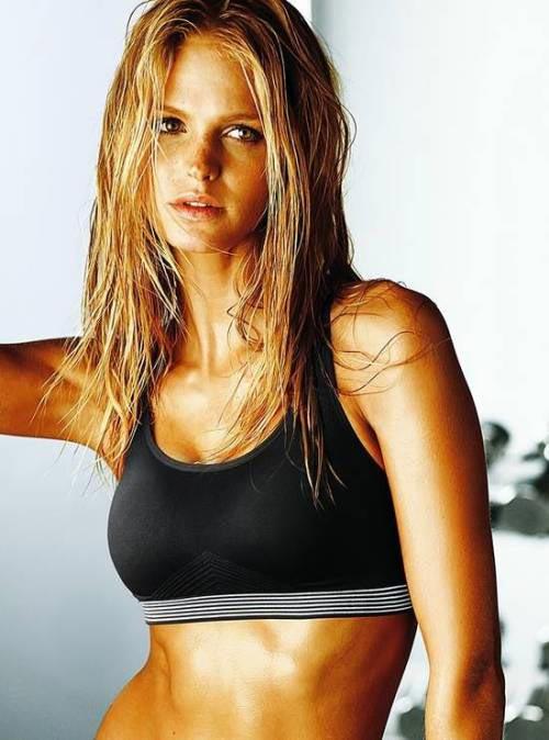 спортивное и фитнес бельё фото